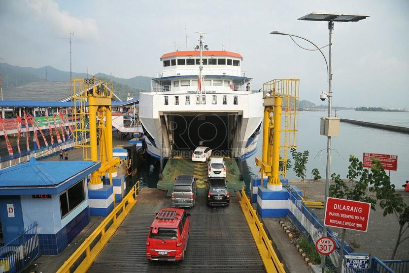 Pelabuhan Merak Jelang Tahun Baru Waspadai Cuaca Buruk