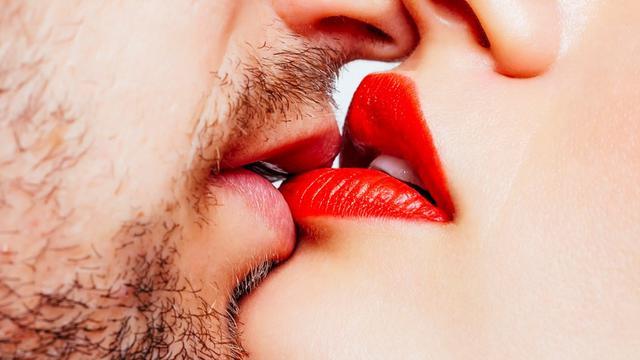 Sentuhan Bibir yang Bikin Suami Klepek-Klepek di Ranjang