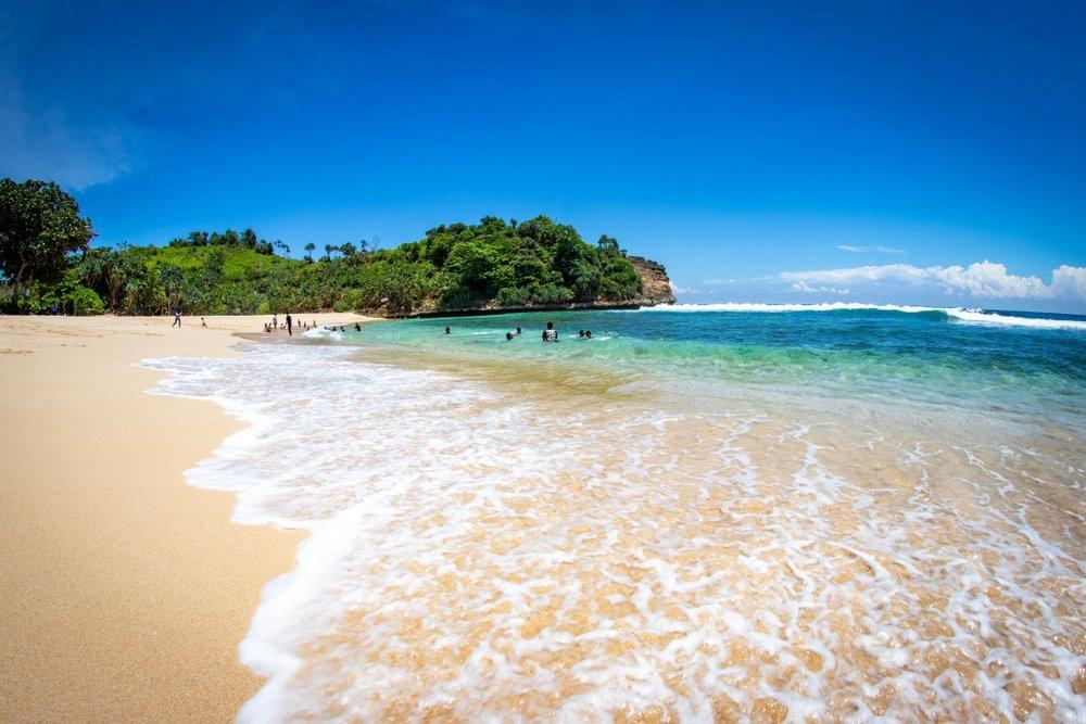 Main ke Pantai Cantik di Malang