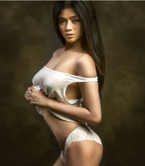 Foto Seksi Vieranni model dewasa