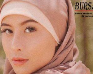 5 Potret Cantik dan Anggun Awkarin Berhijab Saat di Aceh