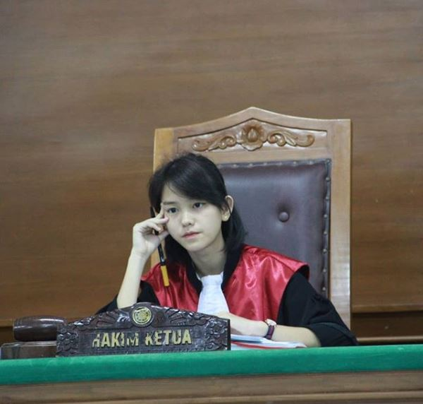Ini Sosok Hakim Cantik Leanna Leonardo Yang Viral