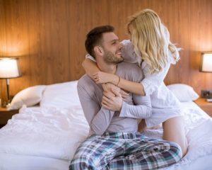 9 Tips Foreplay yang Bisa Bikin, Dalam bercinta, sebelum melakukan penetrasi, foreplay merupakan hal yang penting dilakukan.